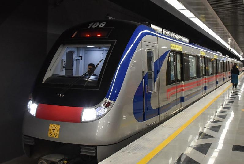 فعالیت تمامی خطوط داخلی مترو تا ساعت 24 ، فعالیت خط 5 تا 5:30 بامداد
